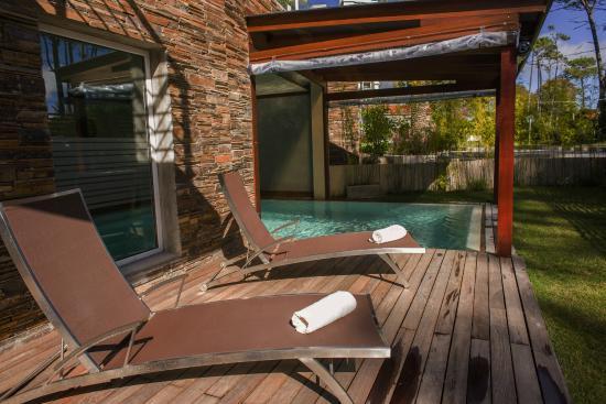 2122 Hotel Art Design: piscina y solarium