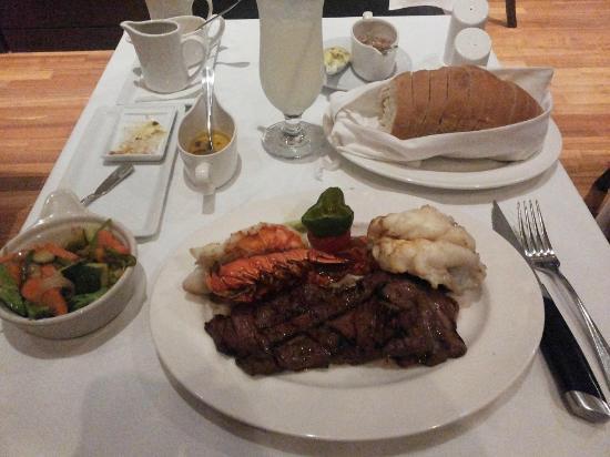 Factory Steak & Lobster: Mar y Tierra