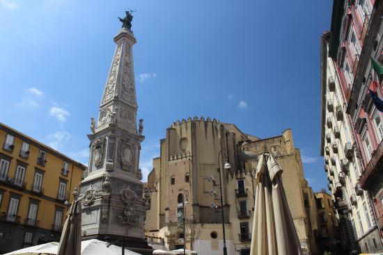 "Piazza San Domenico Maggiore и ""чумная"" колонна"