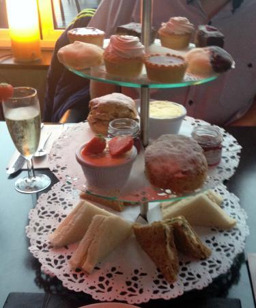 Ventana Grand Cafe : Afternoon Tea and Champaign