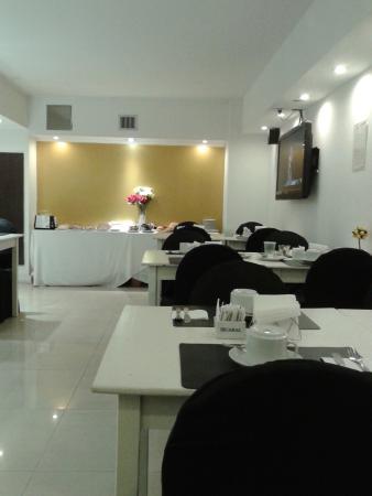 Ker Urquiza Hotel & Suites: salon desayunador