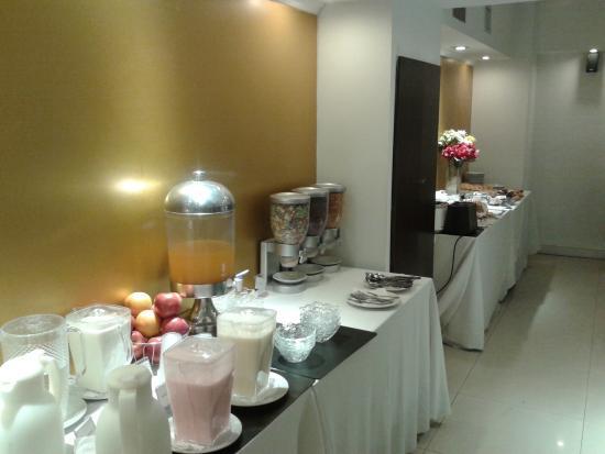 Ker Urquiza Hotel & Suites: salon desaynador otra vista
