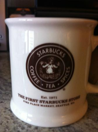 original location and logo picture of starbucks 1st