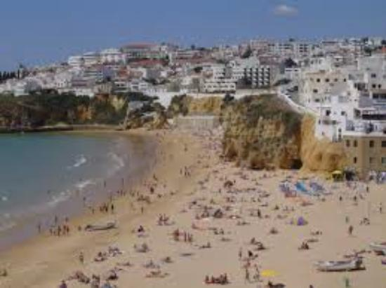 Praia da Falesia (Steilküstenstrand): a influencia mediterranea