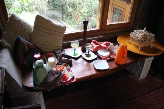 Hacienda Rumiloma: Breakfast brought to our room