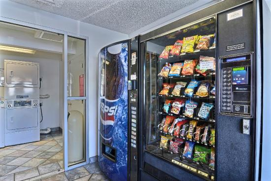 Motel 6 Tacoma South: Vending