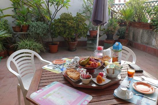 Bed & Breakfast Dolce Silenzio : Petite terrasse agréable pour le petit Dej.