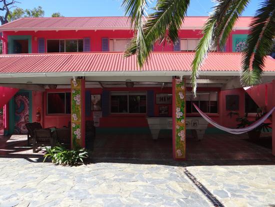 Dolphins Beach House: widok z zewnątrz