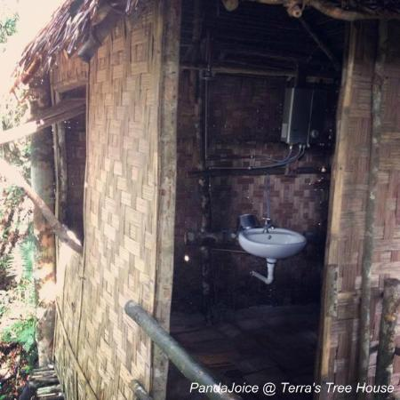terras tree house tree house bathroom