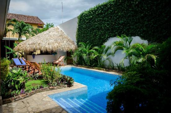 Hotel con Corazon: Swimming pool