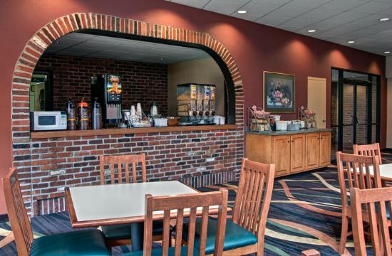 Super 8 State College: Breakfast Bar Area