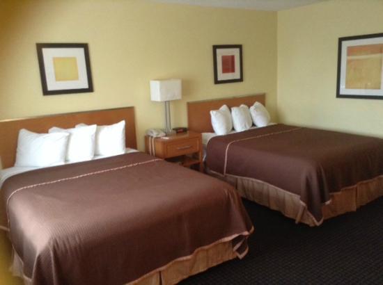 Howard Johnson Inn San Diego Sea World: Nice Comfy Beds