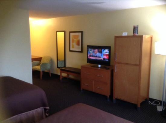 Howard Johnson Inn San Diego Sea World: TV & Seating area