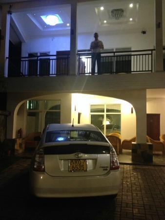 Hotel Travellers Nest: на втором этаже можно посидеть