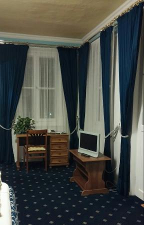Hotel Bayerischer Hof Starnberg: Guest Room:  Plenty of Windows with Elegant Drapes