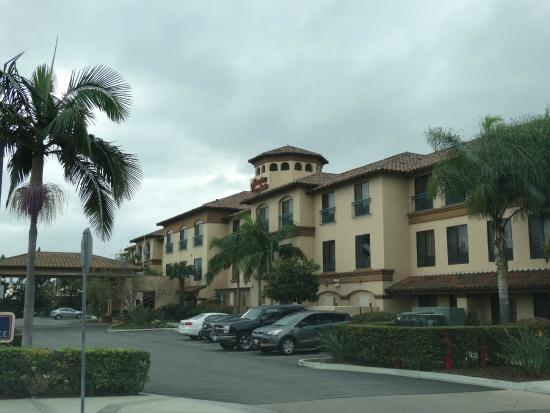 Hampton Inn & Suites Camarillo: Vista da rua para o hotel