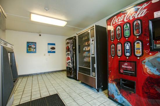 Motel 6 Elkton: Vending