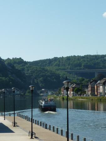 Ibis Dinant : Vue sur la Meuse de la terrasse
