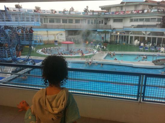 Piscine esterne foto di piscine termali columbus abano - Piscine termali abano aperte al pubblico ...