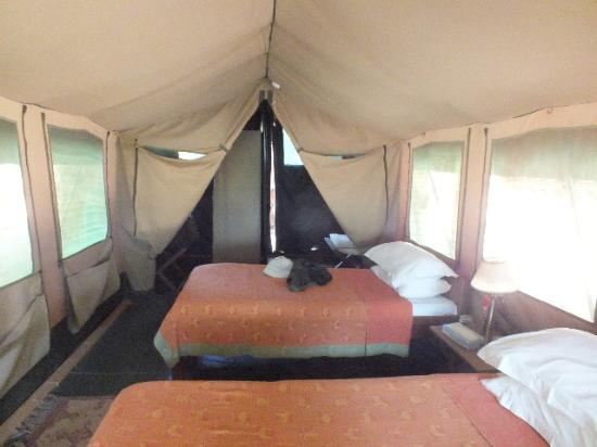 Ithumba Camp : The tent interior is cosy rather than spacious.