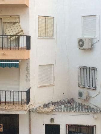 Apartamentos Andalucia: Side view not pleased