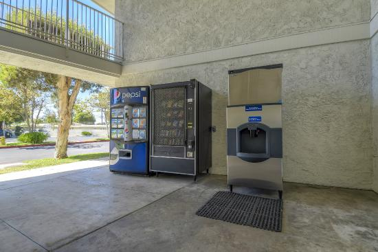 Motel 6 San Diego North : Vending