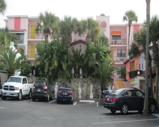 Tropical Manor: exterior