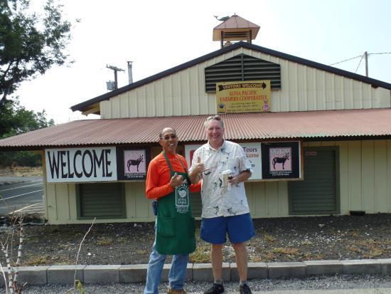 Kona Pacific Farmers Cooperative : Sotero - nice guy, ready to help each customer.