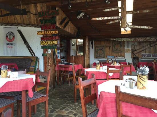 Tom's Pan German Bakery : Open air seating