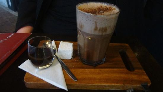 Relish Cafe: My hot chocolate