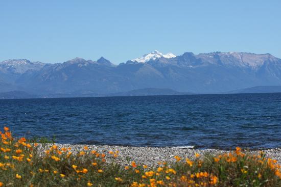Apart Samay Hue Bungalows: Playa a 2 cuadras del Complejo, vista Lago Nahuel Huapi,Glaciar Tronador