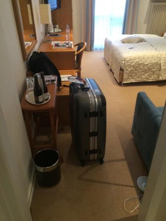 Baseler Hof: 剛到飯店,兩人床單人入住
