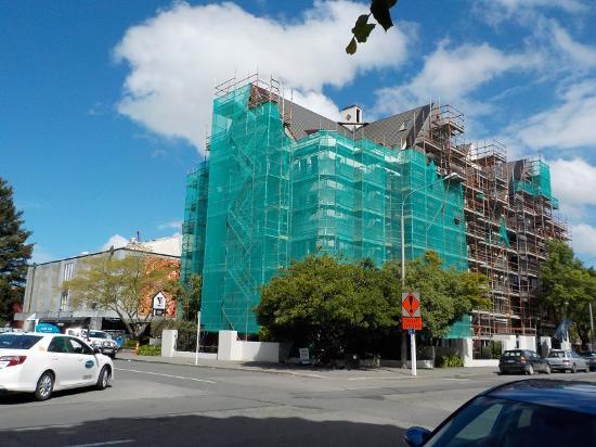 Christchurch YMCA: 外観。外壁が工事中でした。