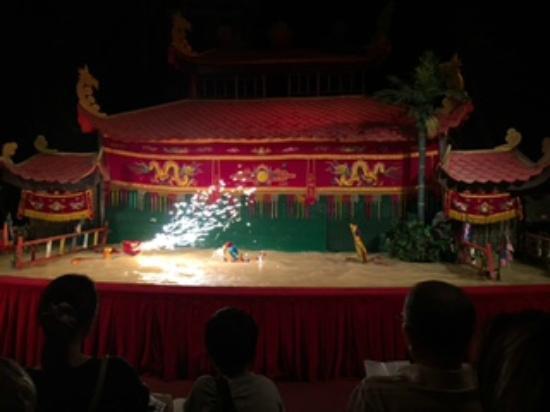 Water puppet show at Thao Dien Village : 人形劇