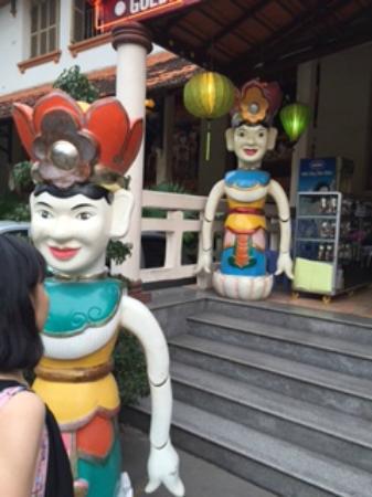 Water puppet show at Thao Dien Village : 入口