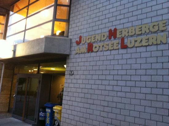 Lucerne Youth Hostel: Entrée de l'auberge
