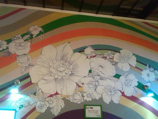 Oops! Hostel : Una de las paredes coloridas