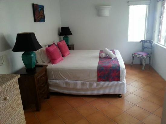 BeachView Apartments at Villa Paradiso : Main Bedroom