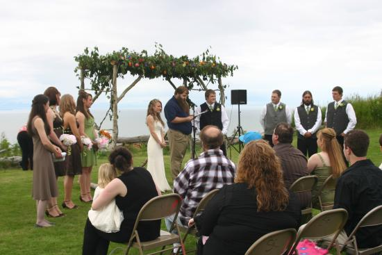Clam Gulch Lodge: Weddings & Family Gatherings