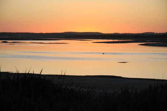 Beachside Retreat West Inlet : The long twilights of Tasmania produced this wonderful sunset