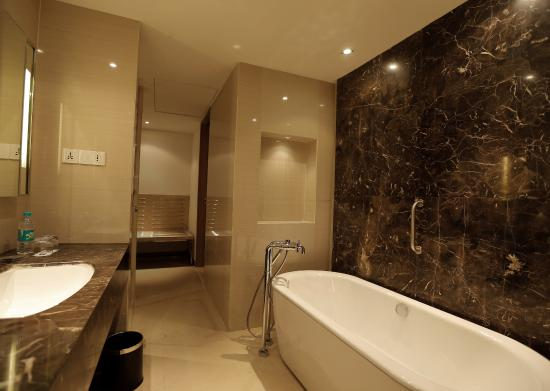 Suite bathroom picture of courtyard agra agra tripadvisor for Bathroom suites direct