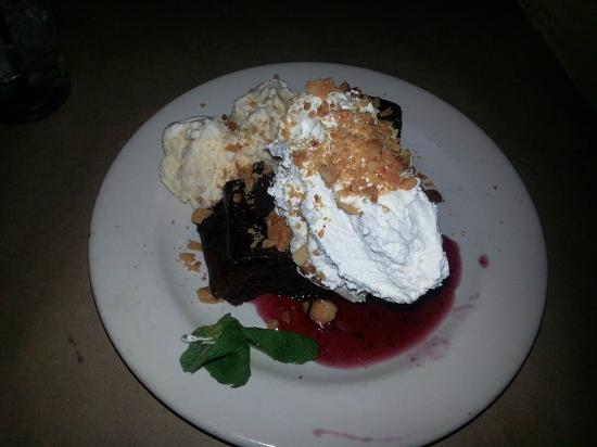 Bonefish Grill : Macadamia nut brownie with raspberry sauce and Ice Cream