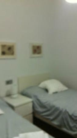 Apartamentos Torre de la Plata: habitación pequeña dos camas