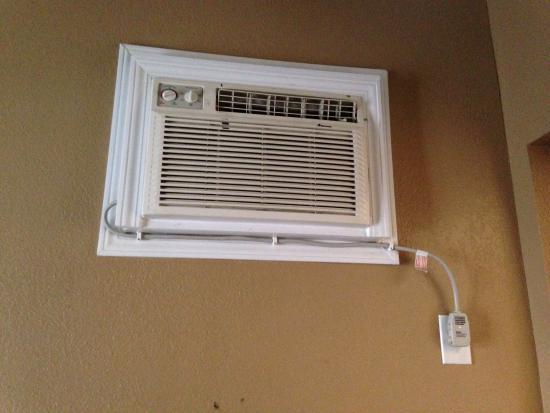 Tri-Valley Inn & Suites: Wall A/C - Heater very high to reach