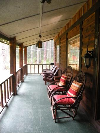 Cedar Song B&B and Cottage: Veranda of Main House