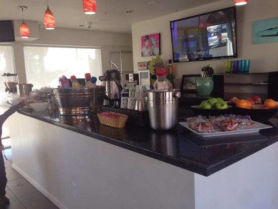 Skylark Hotel: Continental breakfast