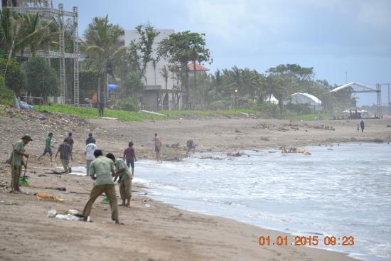 Batu Belig Beach : Купаться не хочется...