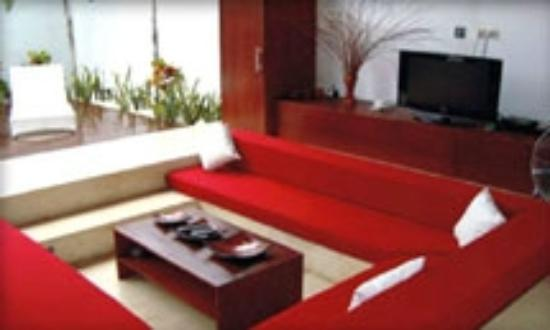 H Rooms @ Horizontal: Suite's living area