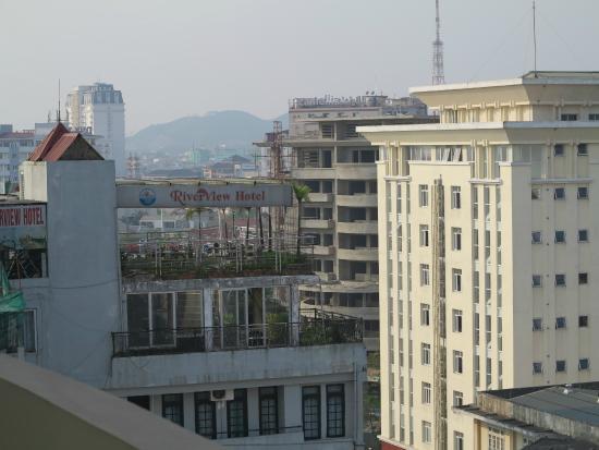 Muong Thanh Holiday Hue Hotel: Cảnh nhìn từ ban công phòng