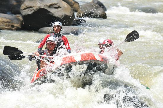 Sukabumi, Indonesia: Rafting at Citarik River